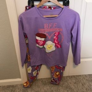 Girls pajama set size 12. Purple.